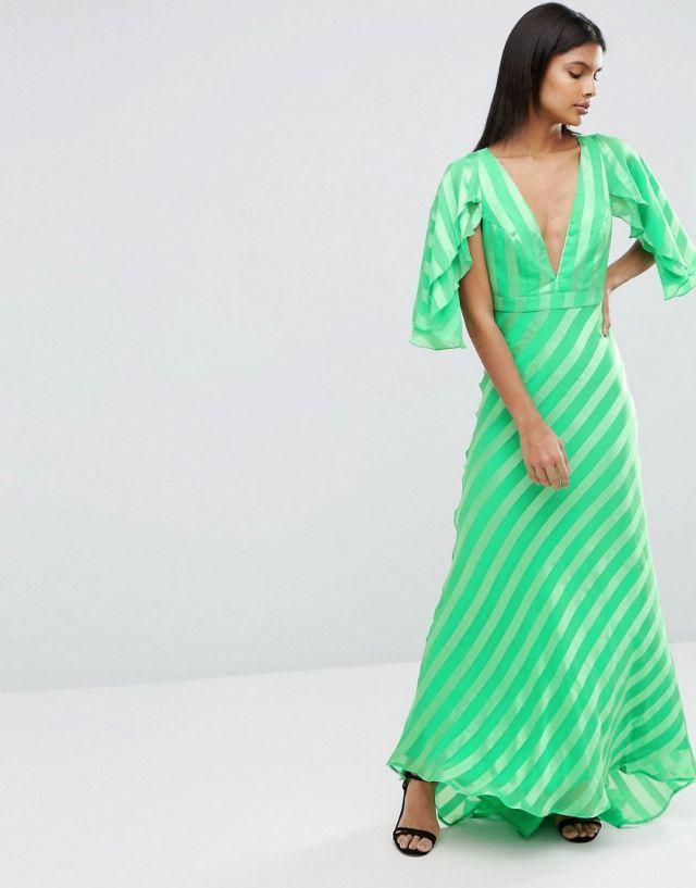 Stunning Green Dress - check it out here @SocialSuperStr #BeSoSuper