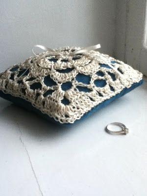 Lacy crocheted wedding ring pillow   wedding ideas   Pinterest
