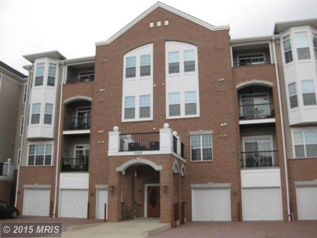 Spectacular Patio Level 2 Bedrm/2 Ba w/Den Condo in sought after Maplecrest! This unit is in a secured bldg, has spacious kitchen w/built in desk/work area, lg den that could be used as a guest rm, fantastic master suite w/sitting area, walk-in closet plus add'l closet, lg private master ba, open dining rm & living rm w/slider to private patio, 2nd lg bedrm and full ba, & sep laundry room!