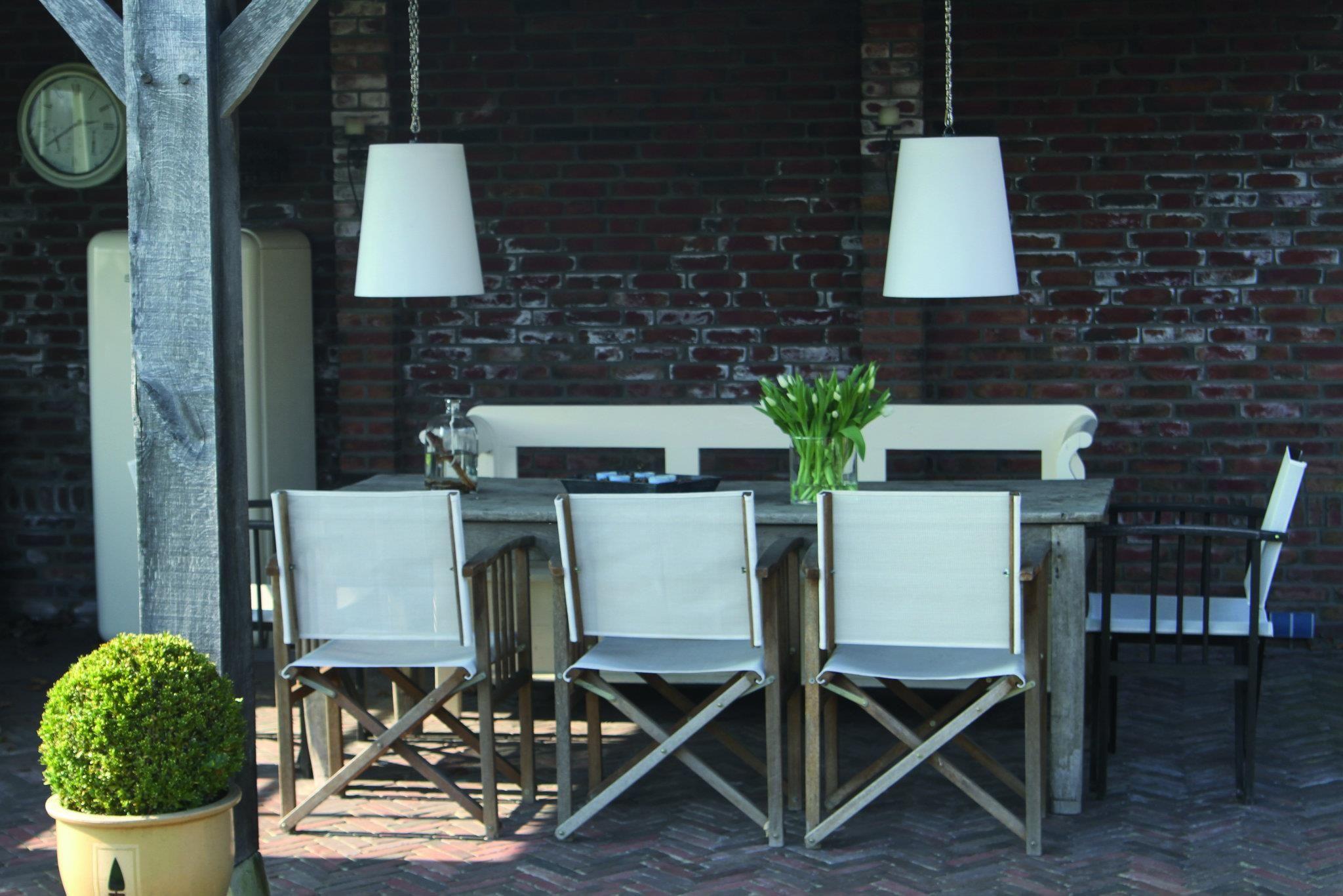 Draadloze dutch design hanglampen voor de tuin. Op zonne-energie van ...
