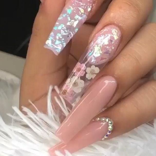 Soft pink manicure with flowers