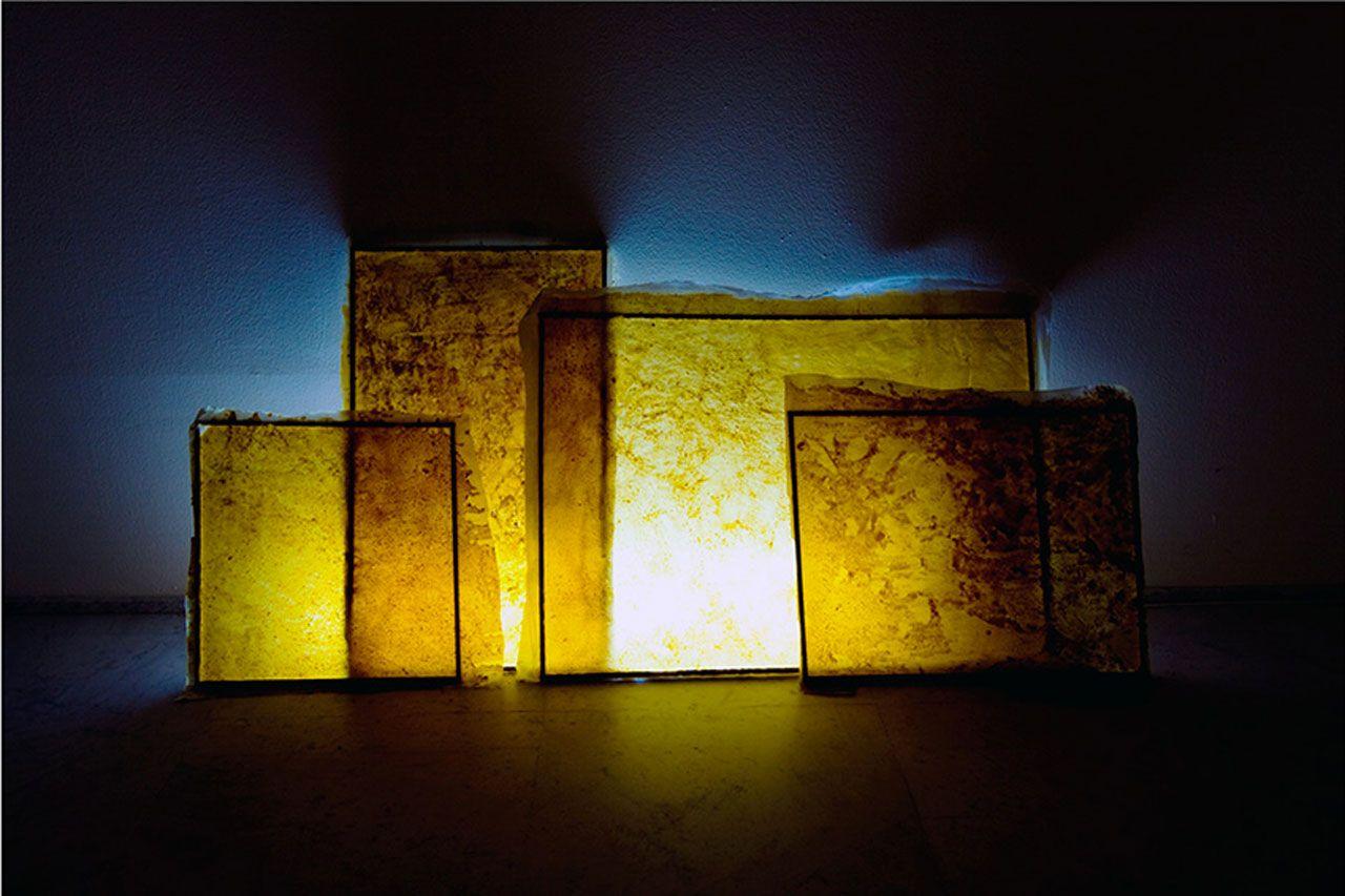 Giulio Delvè, Utopistiche finestre d'Ambra, 2010, ambra, olio di lino, lino, neon, legno, cavi elettrici