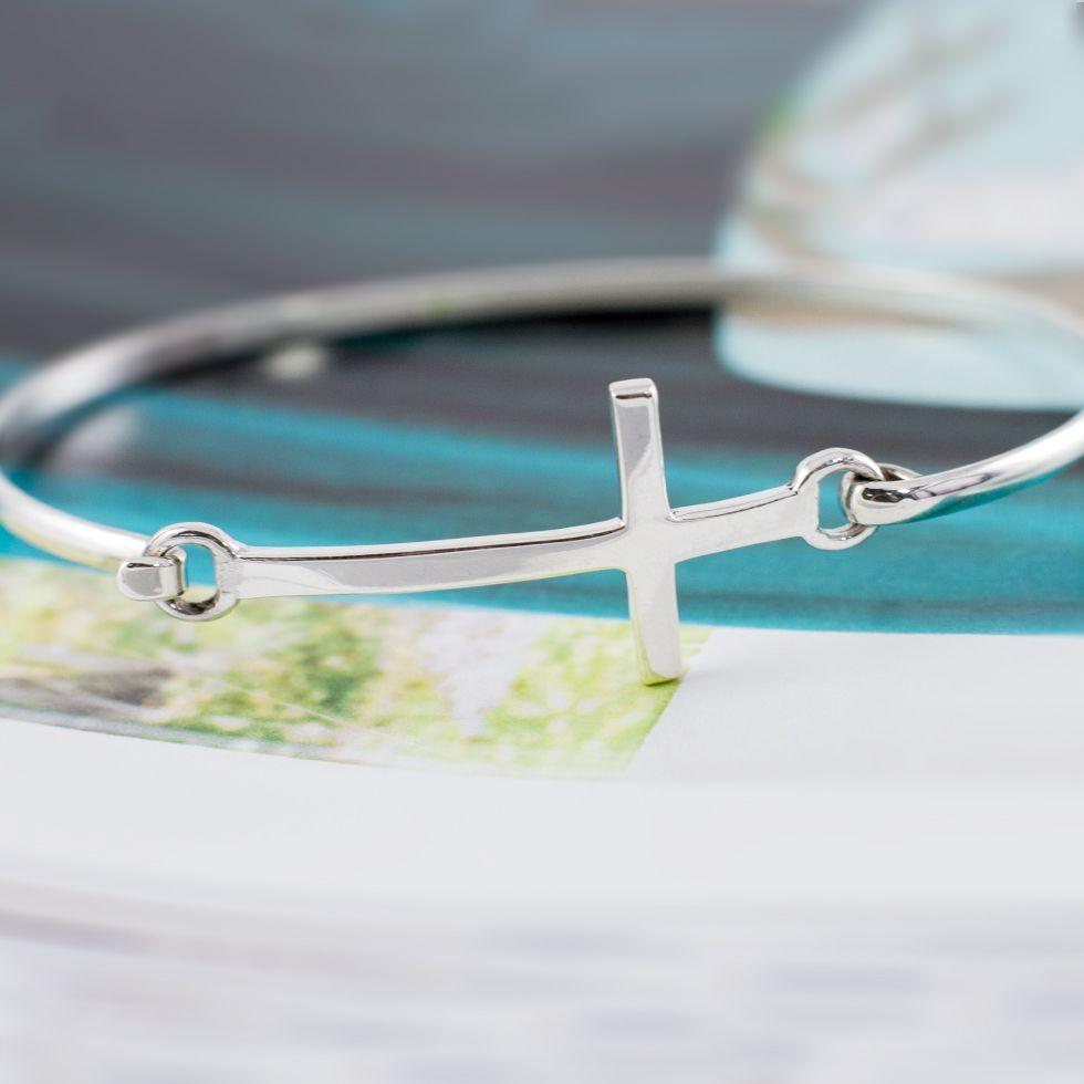 Cross bracelet www.behandpicked.com