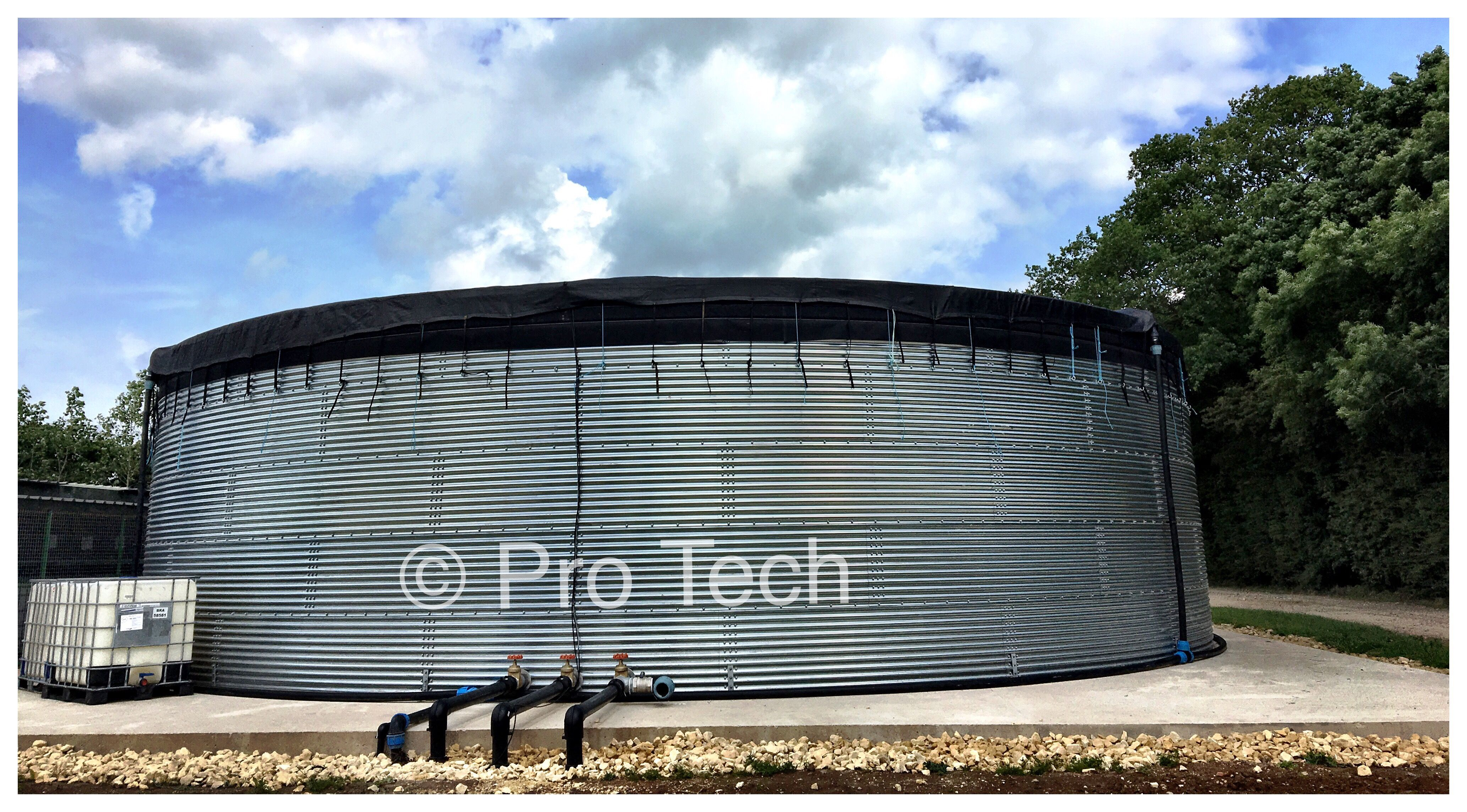 Water Tank With Capacity Of 690 Cubic Meters For Strawberry Tabletops Irrigation System Www Protech Water Co Uk Pr Irrigation System Irrigation Water Tank