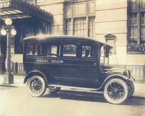 Shuttle Service Infront Of The Hotel Utica Utica Ny In 1912