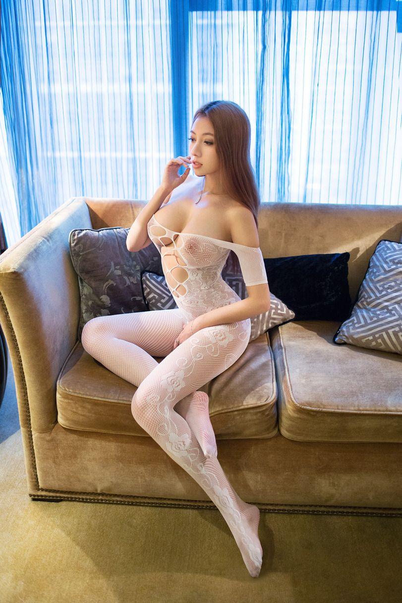 Сиски фото голые девушки галерея