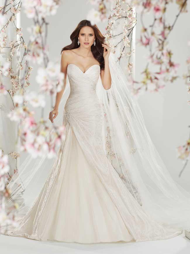 20 glamorous wedding dresses full of sparkle and