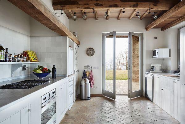 Casa di campagna moderna con cucina in muratura cucina for Casa moderna cucina