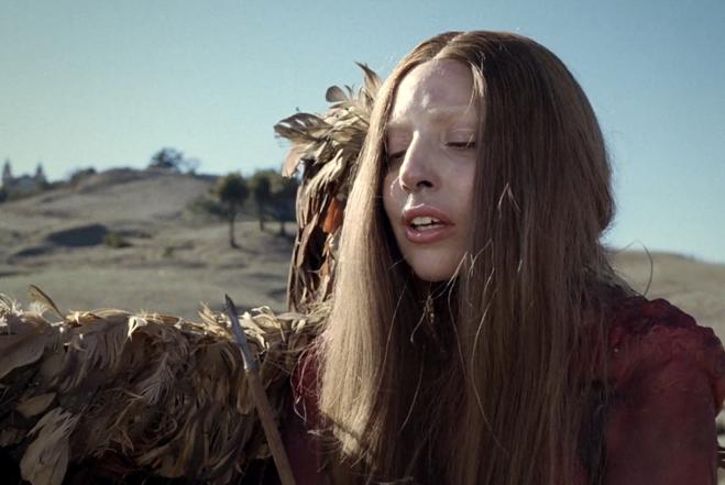 Lady Gaga é ser mitológico em novo vídeo