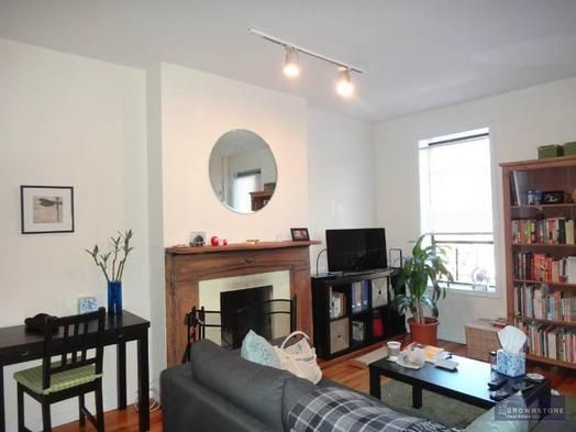 1 bedroom rental at Sackett, Carroll Gardens, posted by Naima Suric on 10/04/2013 | Naked Apartments