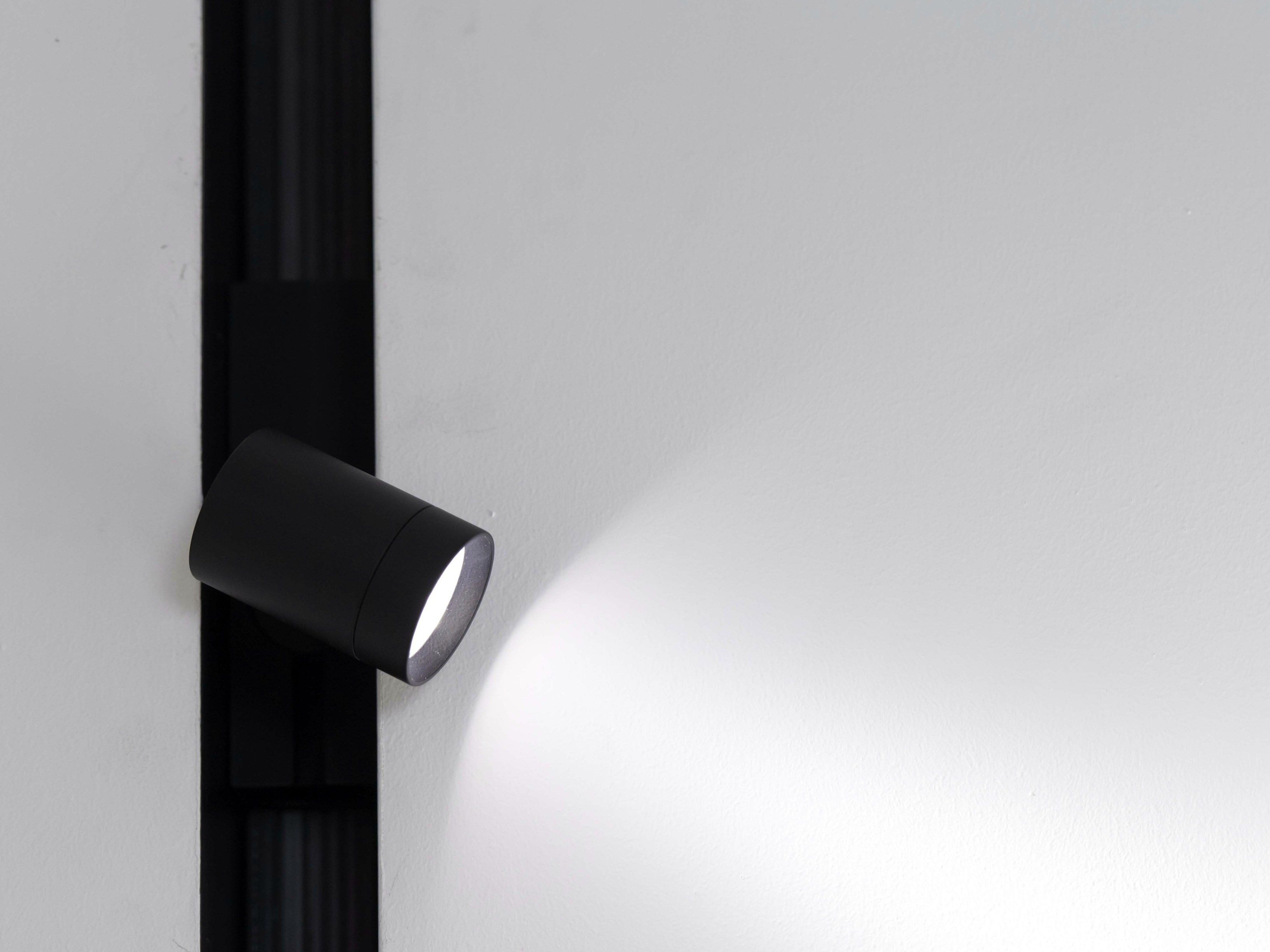 Einbau lineares led system the running magnet kollektion led spotlight the running magnet spot by flos parisarafo Gallery