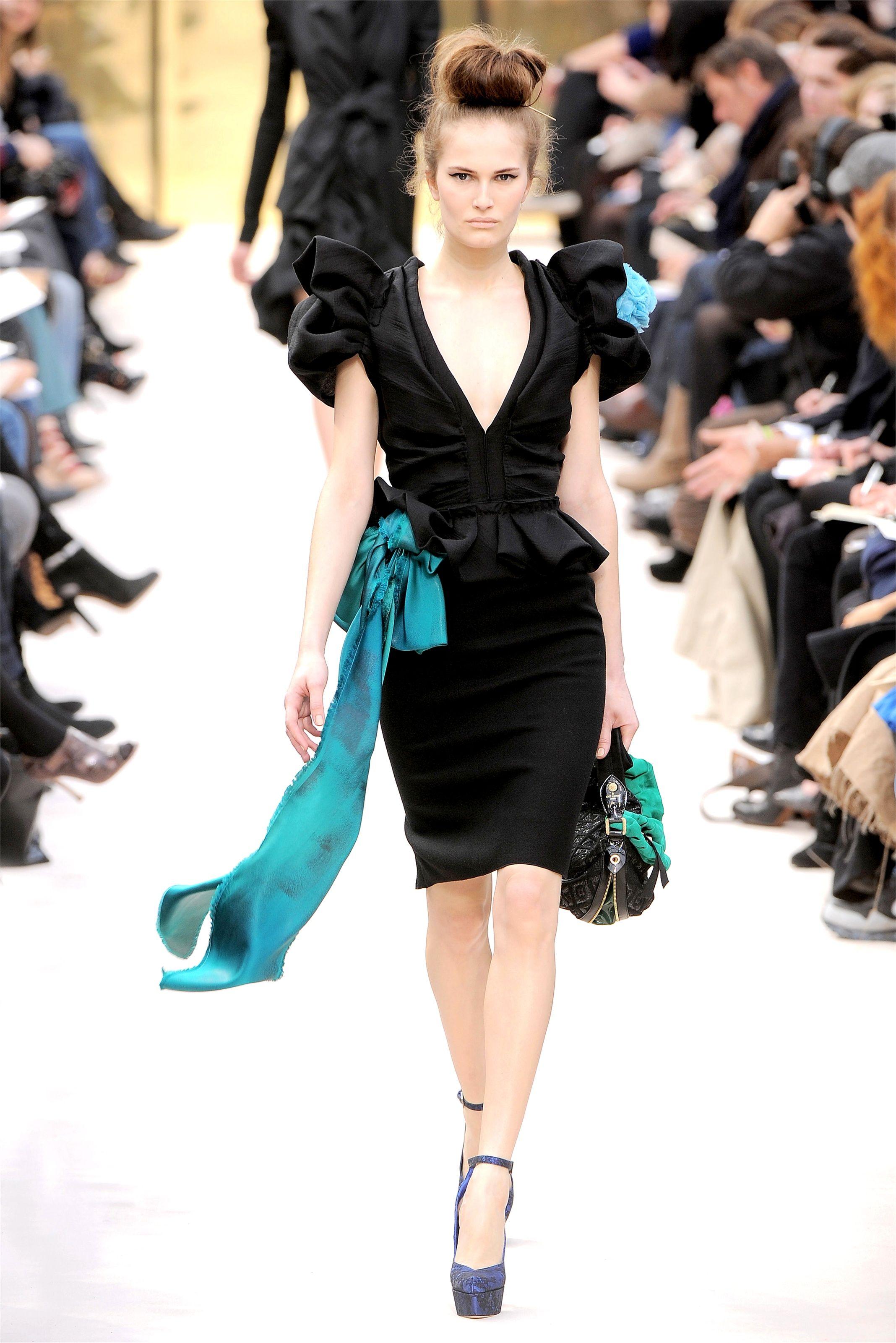 Magdalena frackowiak louis vuitton fw 2009 fashion show in paris hq runway candids