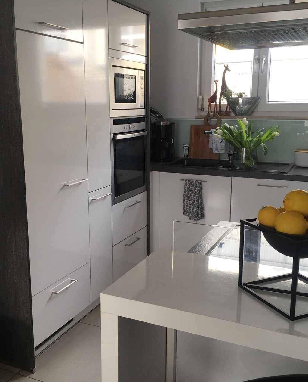 weiße küche • bilder & ideen in 2020   küche schwarz