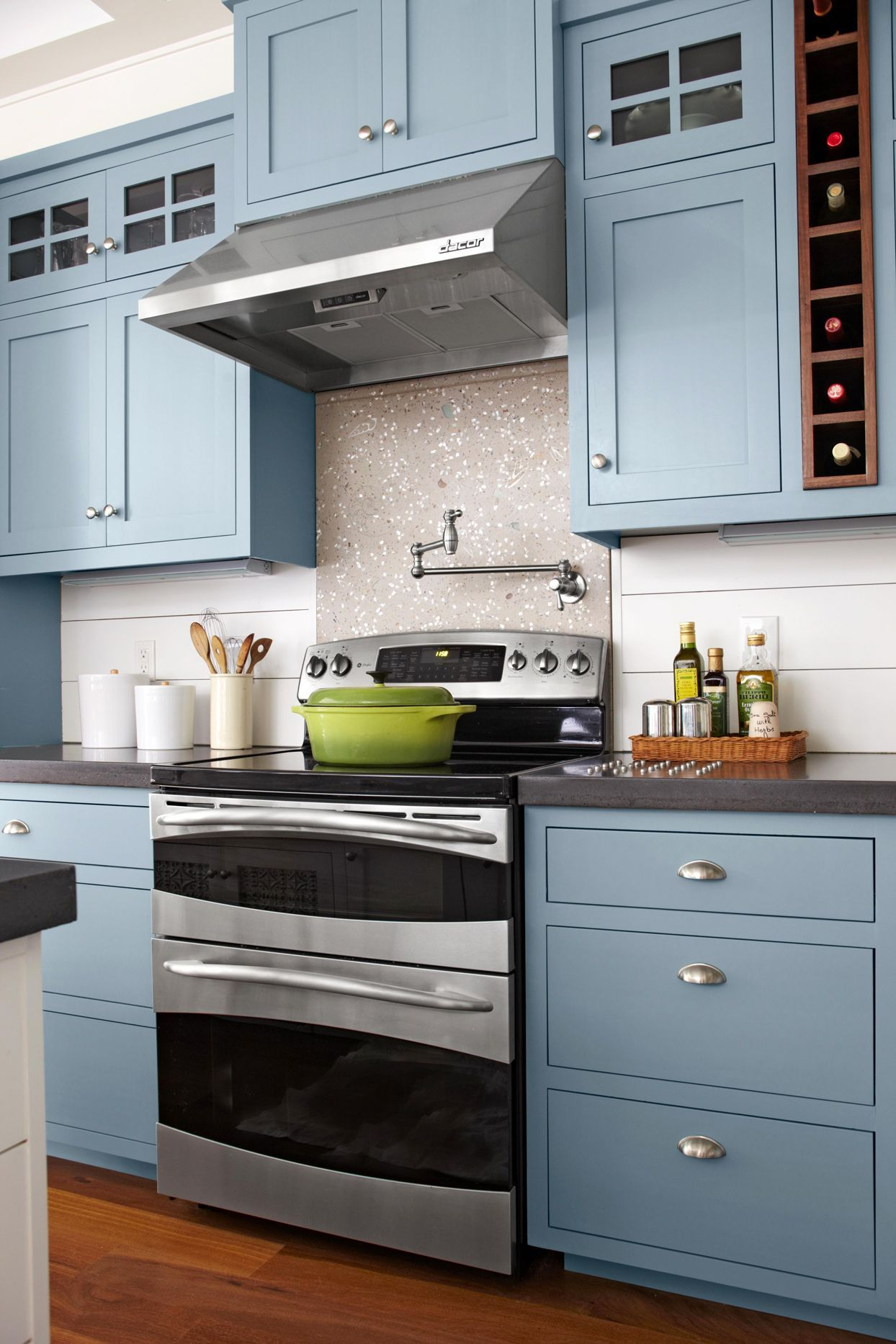 19 Popular Kitchen Cabinet Colors With Long Lasting Appeal In 2020 Kitchen Cabinet Colors Kitchen Cabinet Interior Painted Kitchen Cabinets Colors