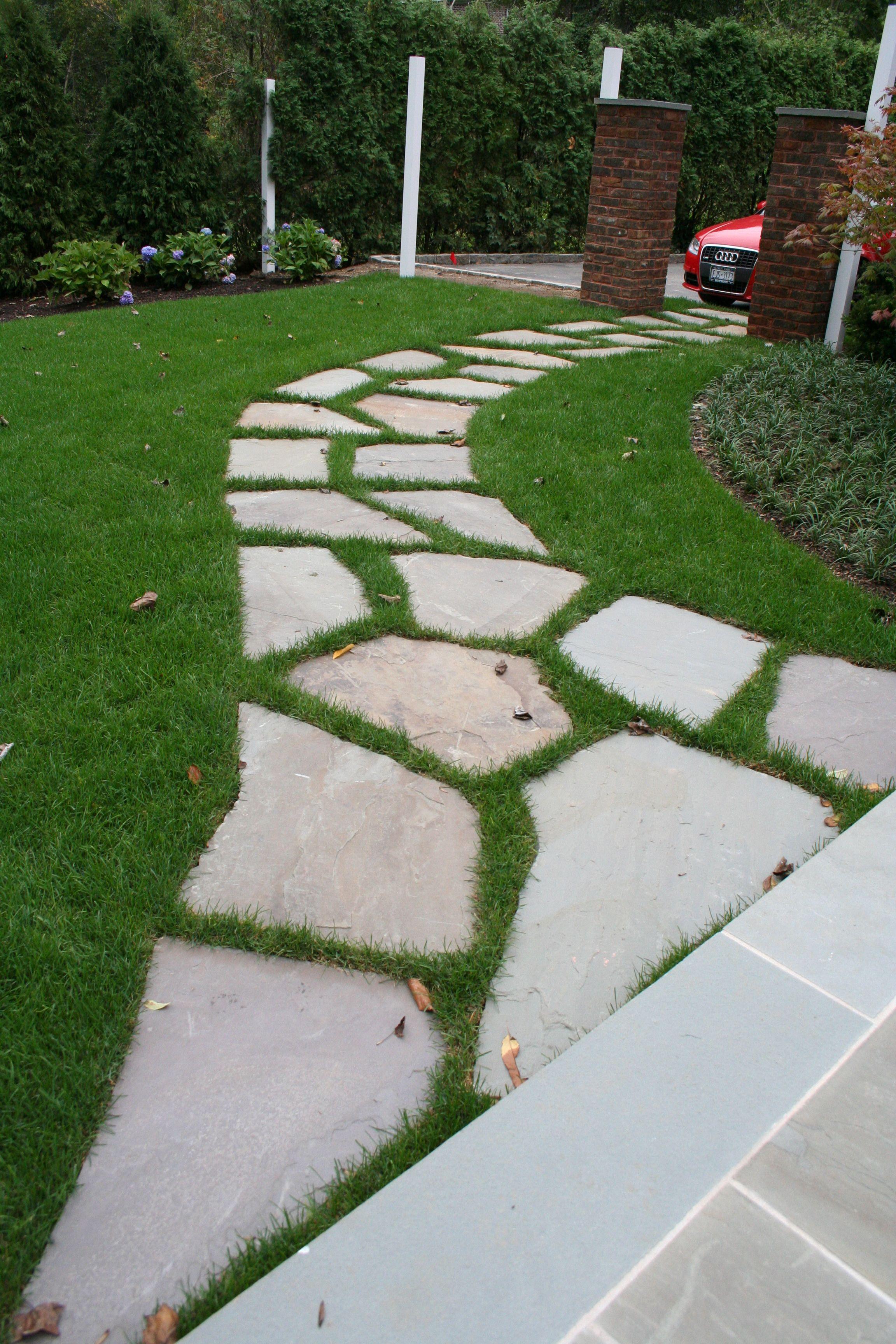 Irregular Bluestone Path Set In Lawn Irregularbluestone Bluestonepath Mainstreetnursery Garden Stepping Stones Garden Paths Walkway Design