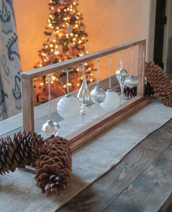 24 Fresh Christmas Centerpieces Ideas That Inspire Tischdekoration Weihnachten Weihnachtstischschmuck Weihnachtstisch Dekoration