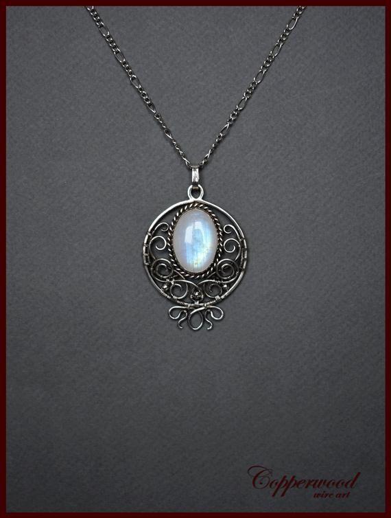 Photo of Mondstein Draht gewickelt Anhänger, Blue Moonstone Halskette, Silberkette, Elven Schmuck, Hochzeit Zubehör – Traver