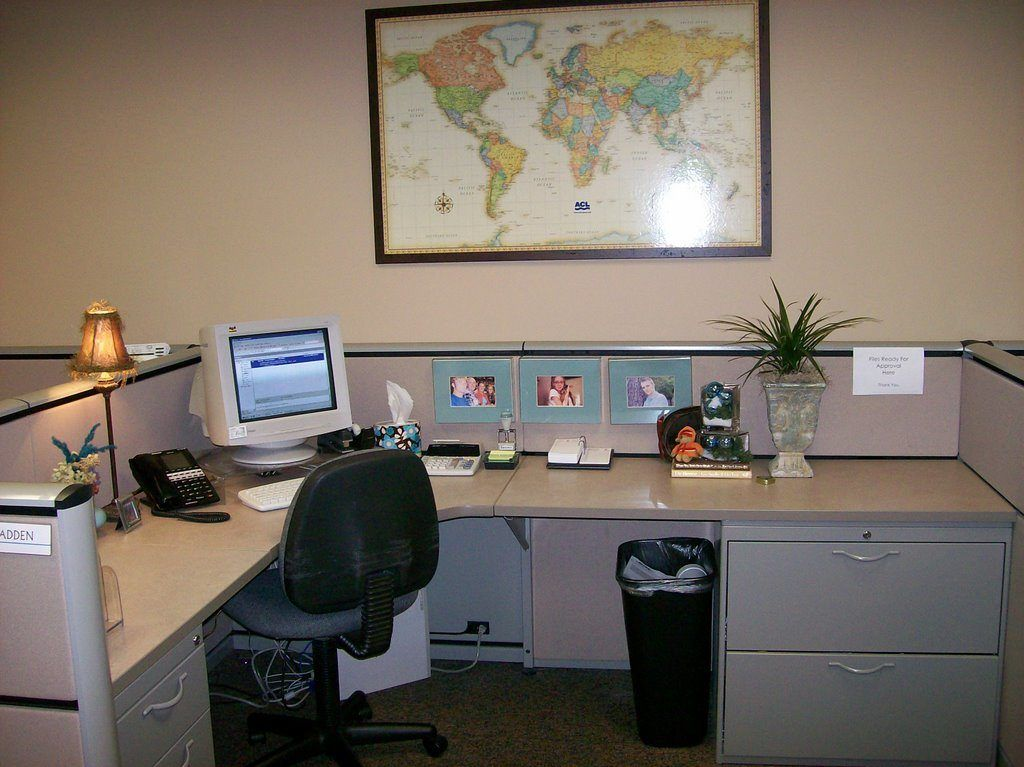 Incroyable Decorate Office At Work Custom With Why Decorate Your Office Space Donna  Madden