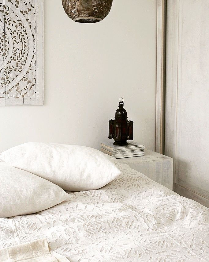 White bedroom.Moroccan bedroom. Moroccan lantern | Me & I | Moroccan ...