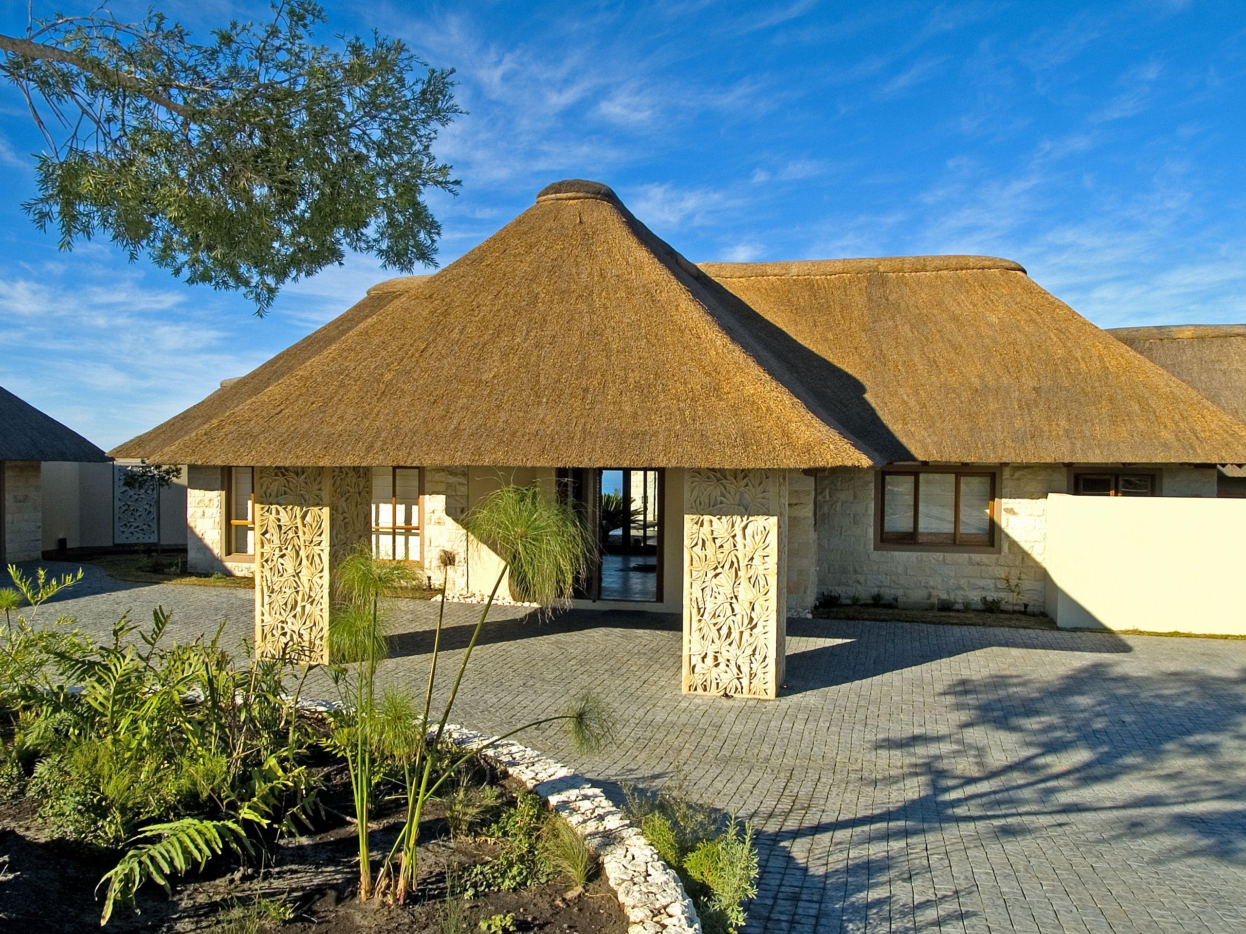 Thatch Homes Thatch Riet Home Architecture Thatched House Chalet Design Farmhouse Design
