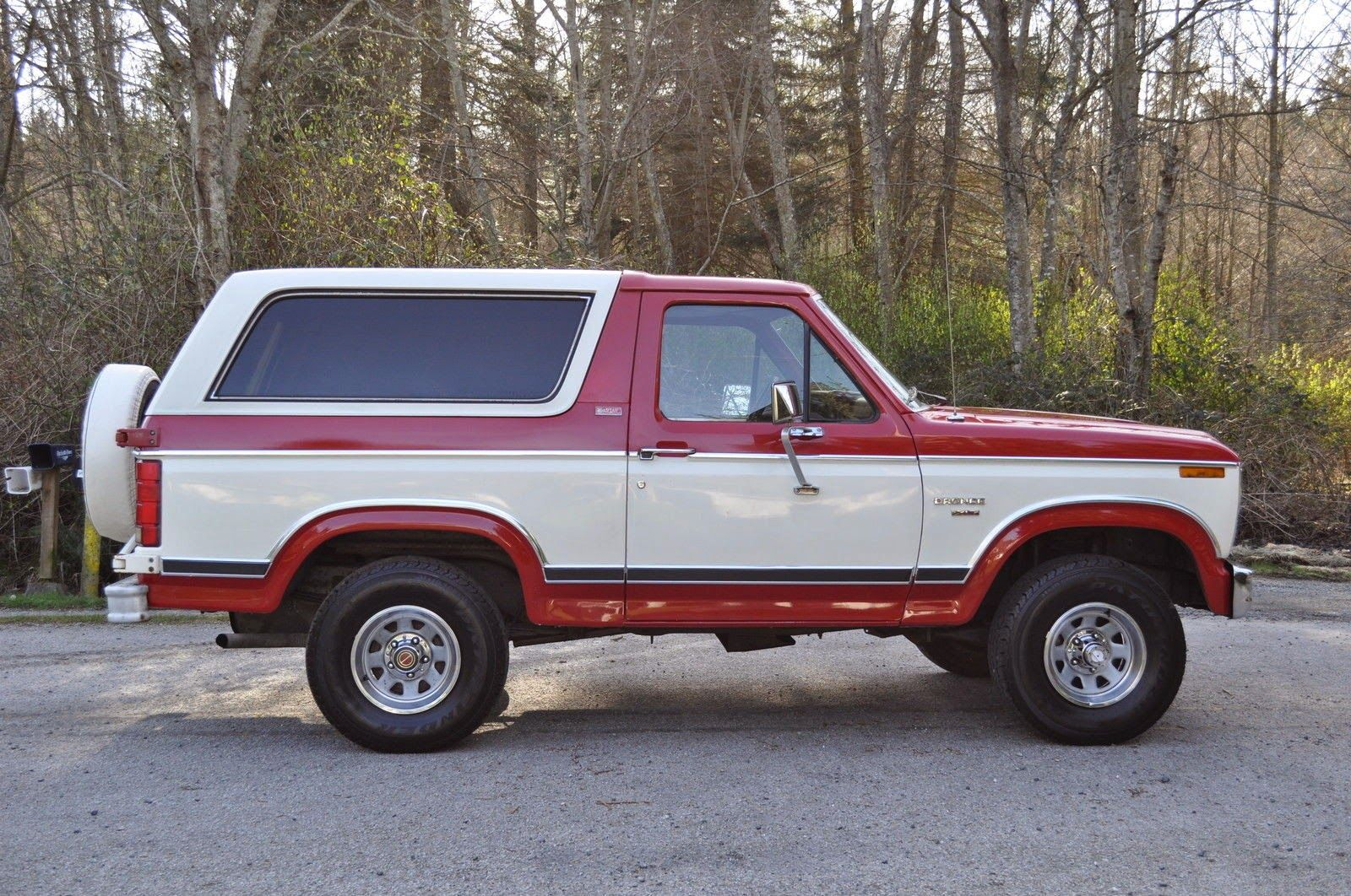 1982 Ford Bronco Xlt Lariat 4x4 2 Door Suv Ford Bronco Bronco