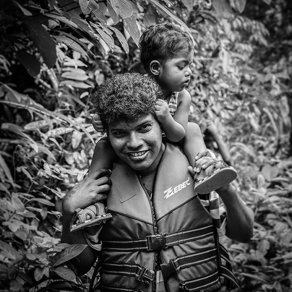 Father & son... #srilankan #srilanka #bnw #blacknwhite #beautiful #likefatherlikeson #saturday #edit #canon #travel #tree #leaf #iamsrilanka