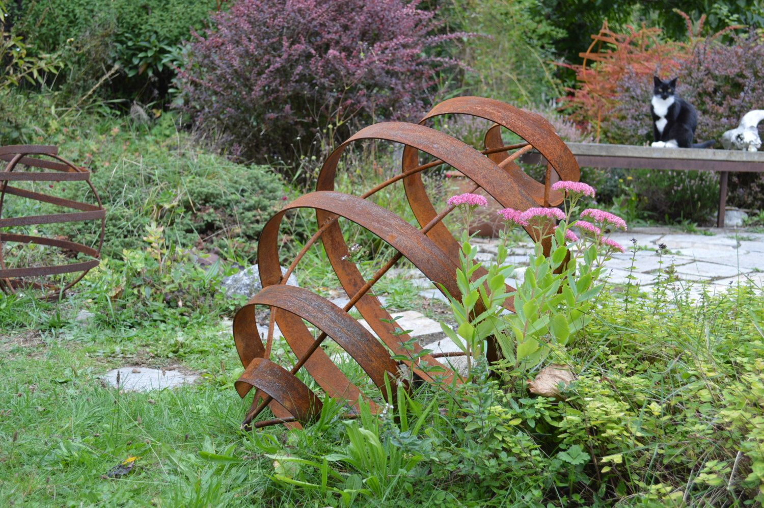 Pod Garden Sculpture Rusted Metal Art Seed Pod Pointed Elipse Yard Art By Anemonearts On Etsy H Metal Garden Art Yard Art Metal Sculptures Garden