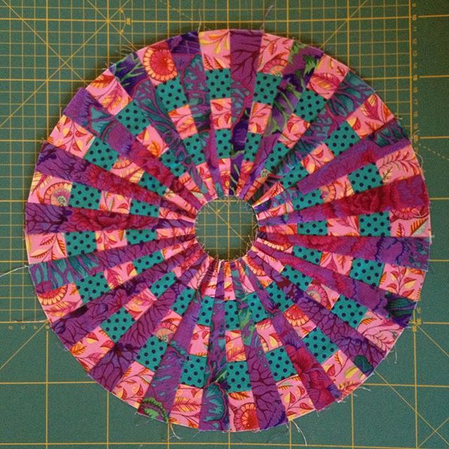 It was a bit of a bumpy ride, but I've managed to take my first step with @sfielke Down The Rabbit Hole. With some unpicking and a few pleats in the centre I made my 40 wedge circle. Quite pleased with the result. Next step: cut my background fabric and make some bias tape. #sarahfielkebom2017 #downtherabbitholequilt