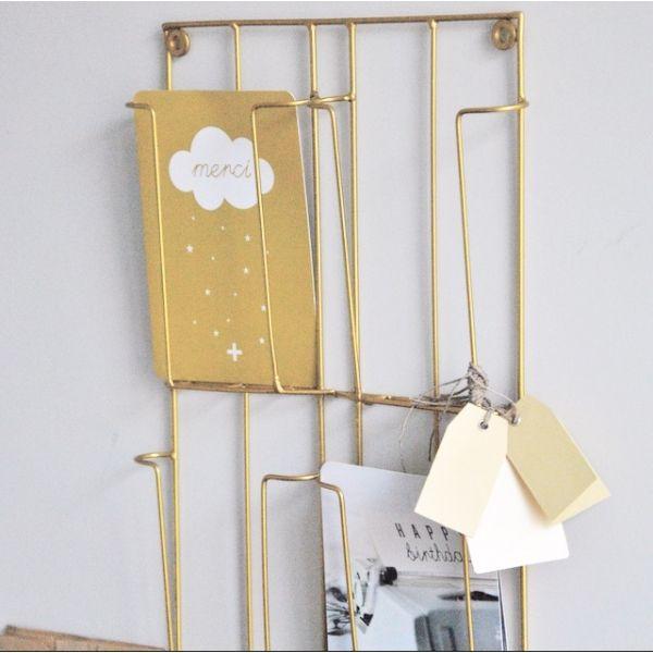 Porte cartes postales doré - www.lereperedesbelettes.com | Porte carte postale, Carte postale ...