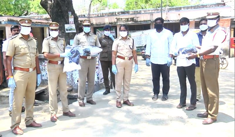 All India Vijay Sethupathi Fans association Donated 1000's of cotton masks to Policemans