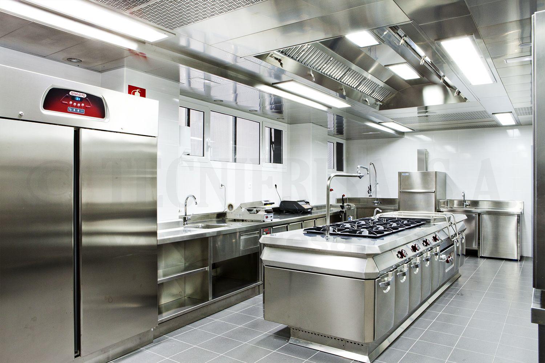 Cocina industrial con bloque central y techo filtrante for Cocinas industriale