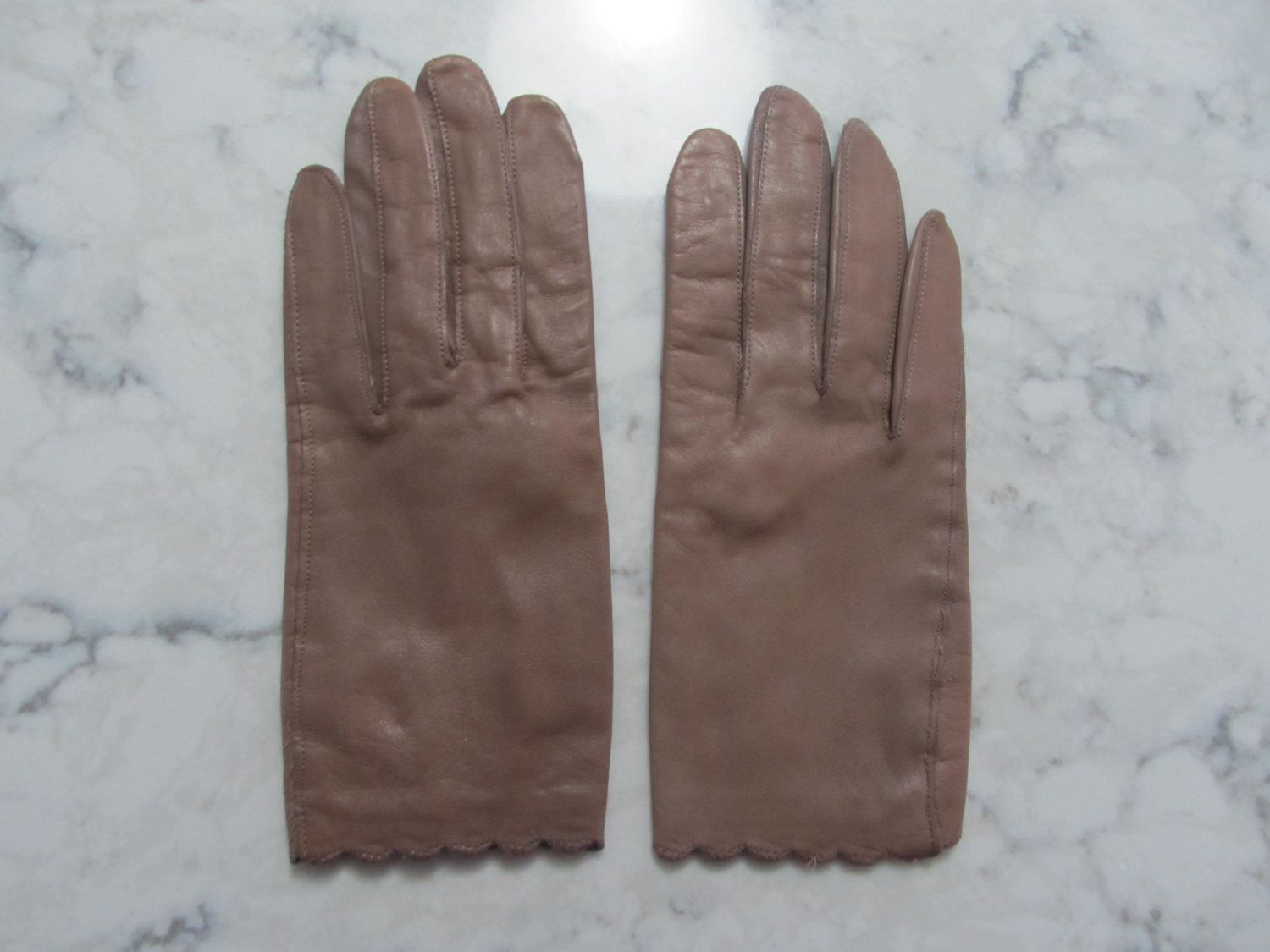 "VINTAGE 1950's Lined Cocoa Brown Leather Wrist Length Gloves---8"" long---Size 6 to 6 1/2 ---Glove Auction #1165 by PrimaMona on Etsy"