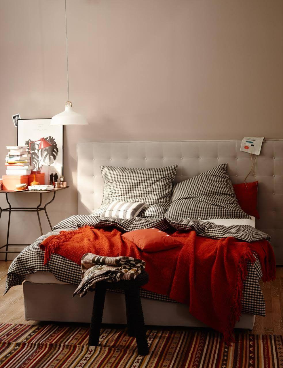 farbe grau gr n braun wohnen und einrichten mit naturfarben wandfarbe deckchen und bett. Black Bedroom Furniture Sets. Home Design Ideas