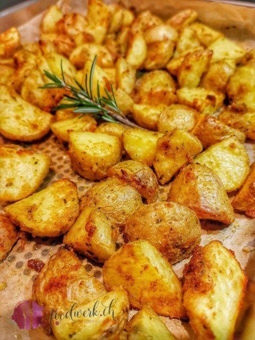 Knoblauch Parmesan Knusperkartoffeln