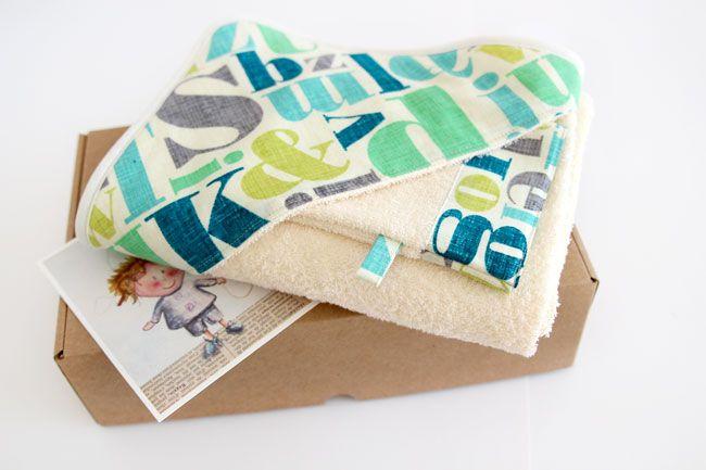 Coffret cadeau - Lettres - Essuie de bain pour bébé et gant de toilette