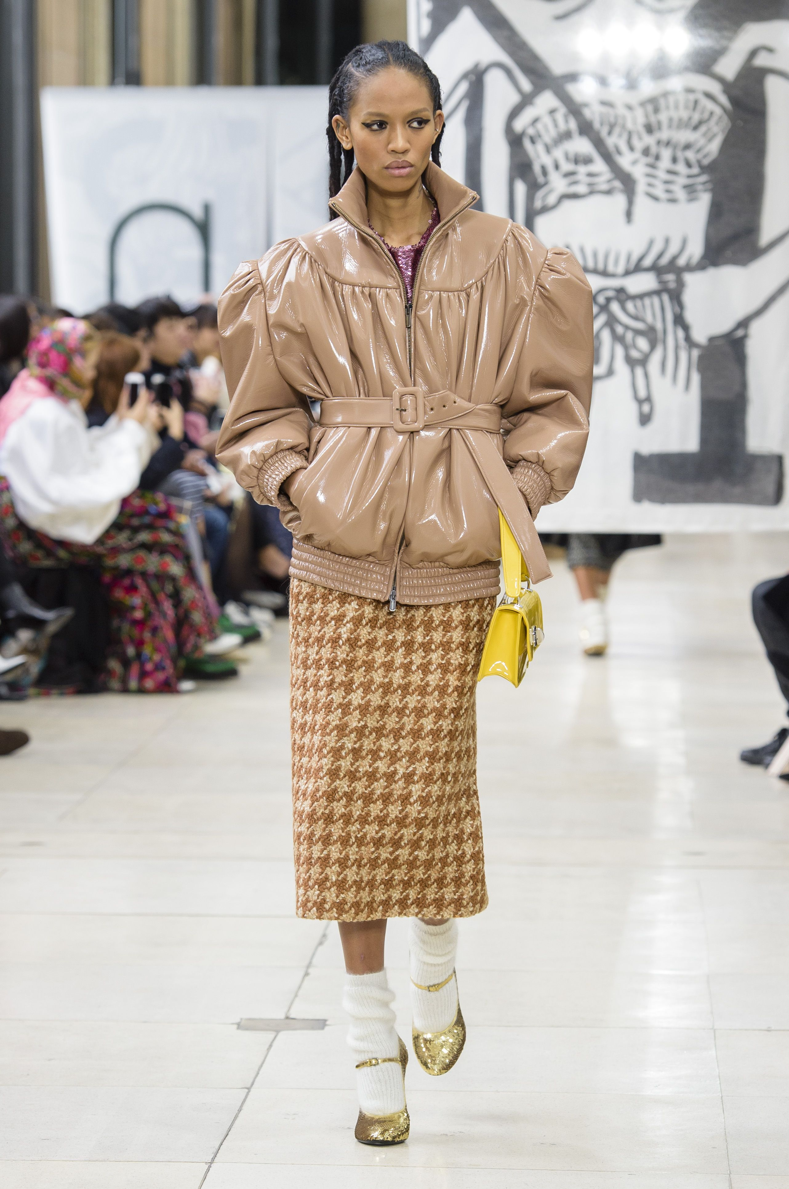 349416a0cf2fe Miu Miu, inverno 2019  alfabeto da moda em 2019   PASSARELA