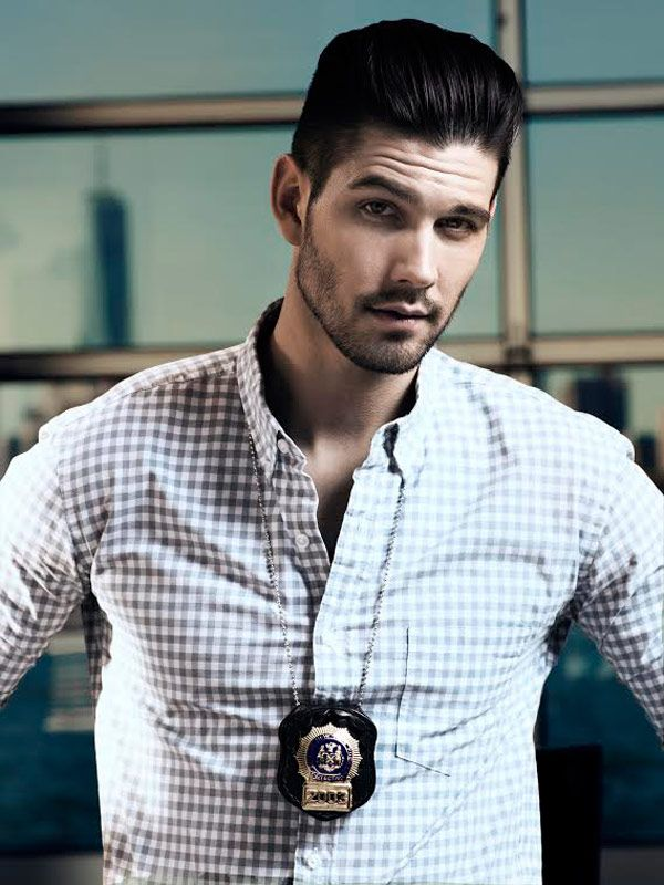 Casey Deidrick hottie. Reminds me of someone that would come into the store I worked at.
