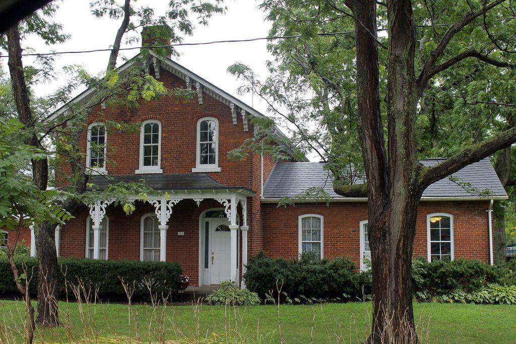 Beautiful Red Brick Victorian Farmhouse | Brick farmhouse, Victorian  farmhouse, Brick farmhouse exterior