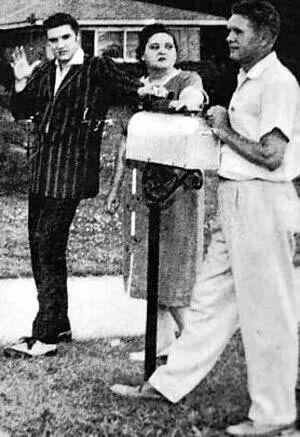 Elvis with parents