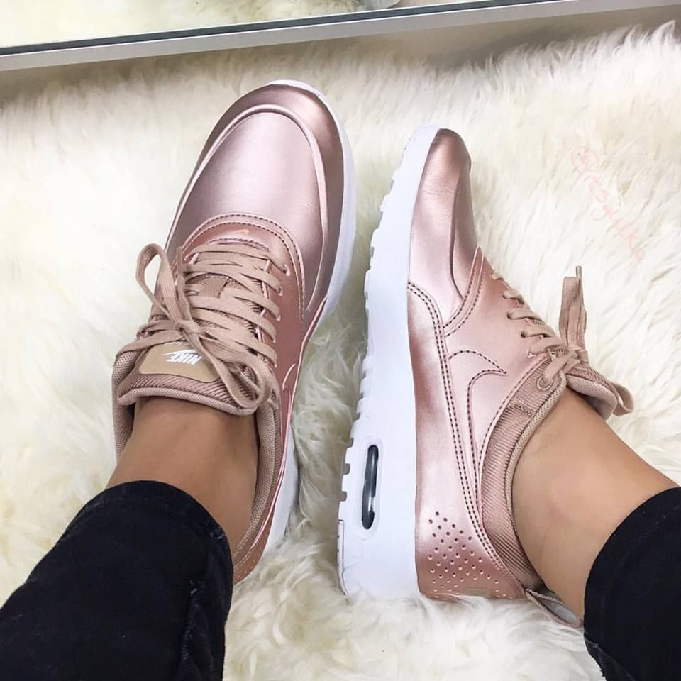 meet 15016 5192b Nike Air Max Thea - Red Bronze metallic rose gold  Foto von its.julka ( Instagram)