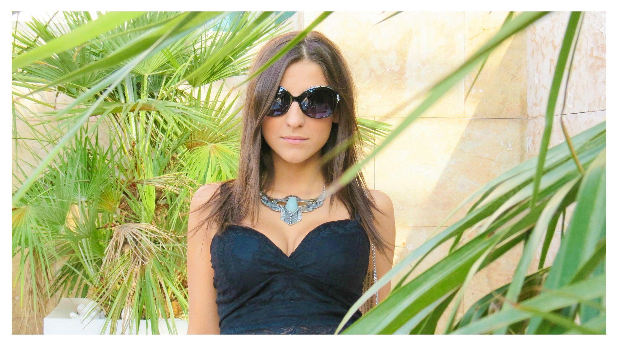 Q os parece este estilismo femenino de verano de @Venca_es en la terraza del #HotelUrban @Derby_Hotels ??! ✨✨No os perdáis el post porque os enseñamos 4 conjuntos! #elarmariodearnelas #streetstyle www.CarlosArnelas.com