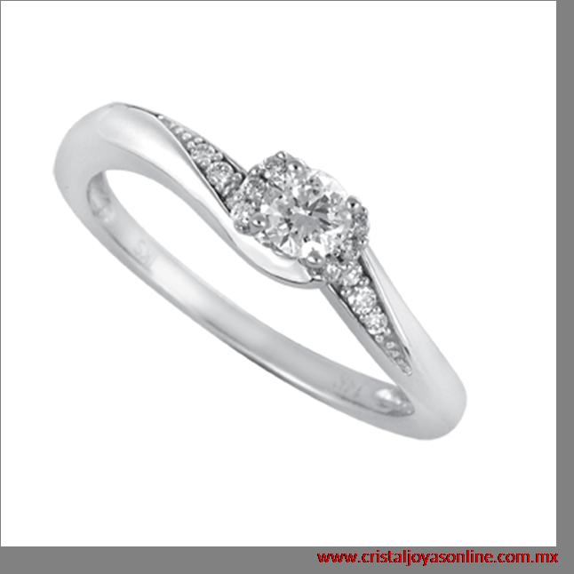#Solitario #Boda #Novia anillo oro blanco con elegantes 5 puntos de diamantes laterales y al centro tiene 20 puntos de diamante #CristalJoyas