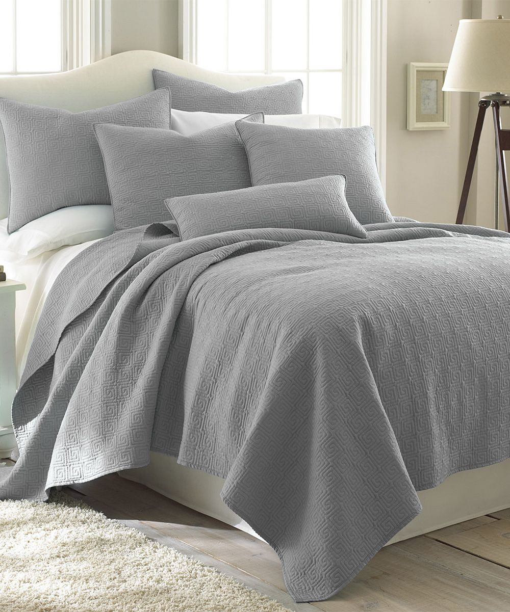 Sleepy Gray Quilt