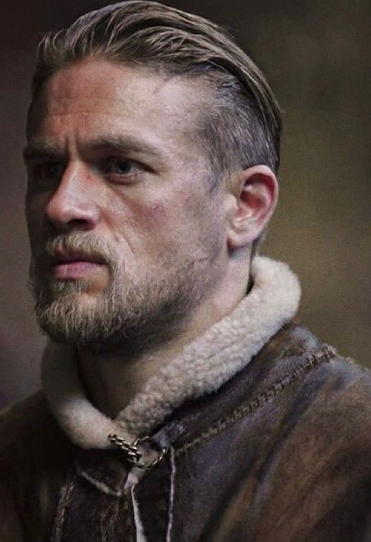 pin by majomei on my type of men | charlie hunnam king