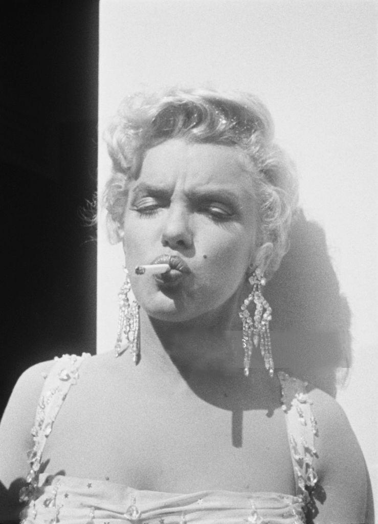Celebrity fajčenie pics eben matka v zákone porno