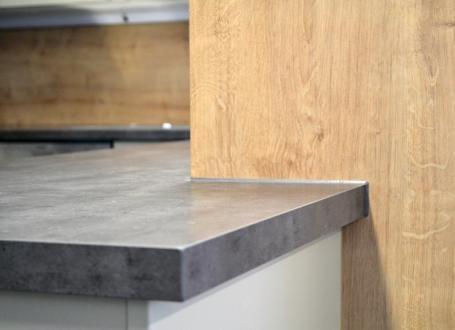 le d cor f275 st9 conf re au plan de travail un aspect mat tr s l gant senioriales. Black Bedroom Furniture Sets. Home Design Ideas