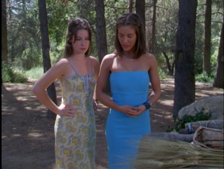Unlikely Style Icon Phoebe Halliwell Fashion Alyssa Milano Charmed