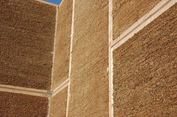 Here Is An Example Of A Well Trimmed Strawbale Wall To Continue The Strawbale Tip From This Morning S Post This Wall W Strohballenhaus Strohballenbau Lehmhaus