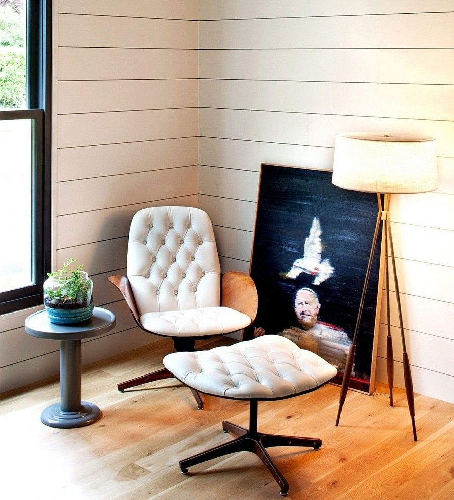 Cozy Corner Reading Chair with Simple and Practical Design .