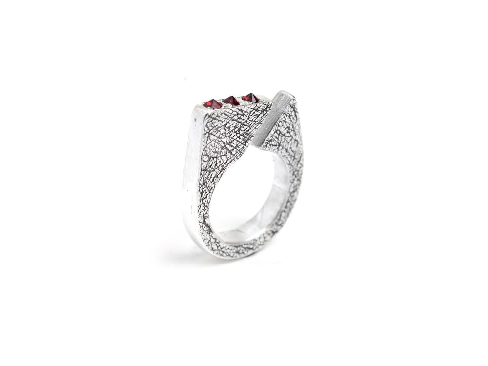 NEW EXCLUSIVE RING/ Sterling silver with garnets.
